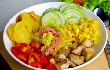 Salad nui xoắn gà viên