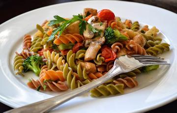 Salad pasta sắc màu