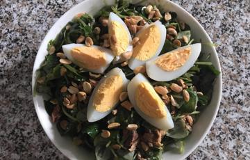 Salad rau càng cua cá mòi