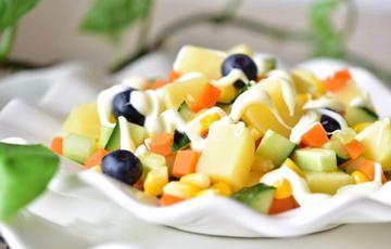 Salad rau củ trộn sốt
