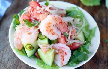 Salad tôm dưa leo kiểu Thái
