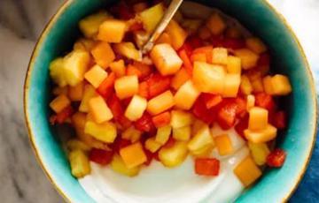 Salad trái cây tươi nhiệt đới