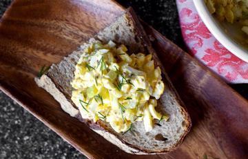 Salad trứng cần tây