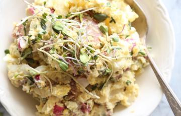 Salad trứng khoai tây củ cải đỏ
