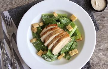 Salad ức gà sốt Caesar - Caesar Salad