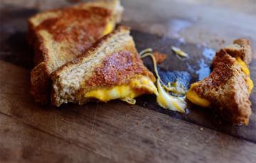 Sandwich kẹp phô mai béo ngậy