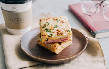 Sandwich thịt nguội và phô mai nướng giòn - Croque Monsieur