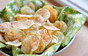 Snack khoai tây làm bằng lò vi sóng
