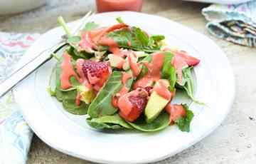 Sốt dâu tây trộn salad