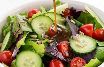 Sốt giấm đen trộn salad