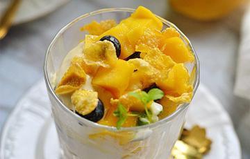 Sữa chua trái cây ngũ cốc
