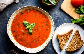 Súp cà chua và tỏi nướng
