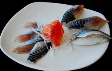 Sushi cá thu Nhật