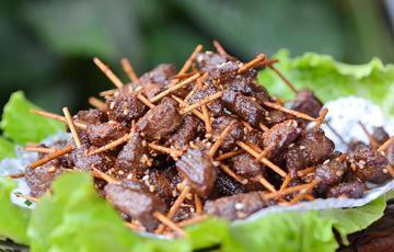 Thịt bò chiên tẩm mè