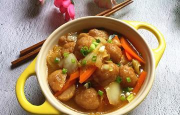 Thịt bò viên xào cải thảo và cà rốt