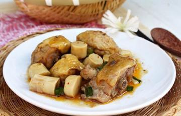 Thịt gà kho măng