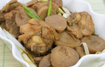Thịt gà kho nấm