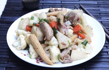 Thịt gà phi lê xào rau củ