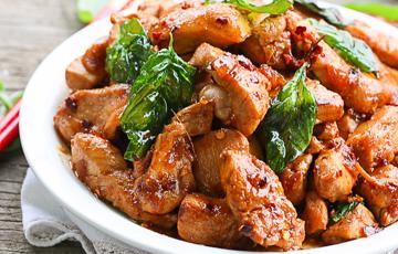 Thịt gà xào húng quế
