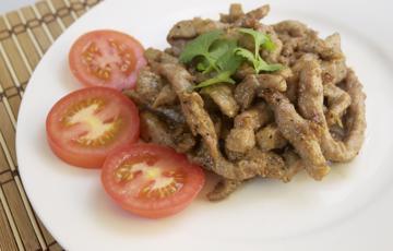 Thịt heo chiên cay thơm kiểu Thái