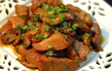 Thịt heo nấu hành