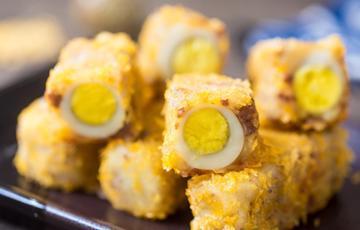 Thịt khoai tây bọc trứng cút chiên giòn