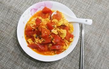 Trứng chiên xào cà chua đơn giản