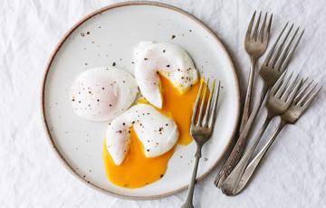 Trứng luộc lòng đào tròn xinh xắn
