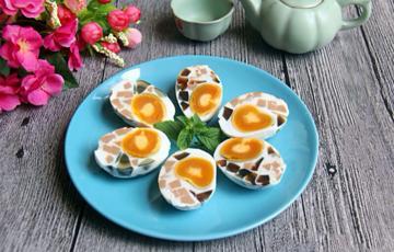 Trứng vịt muối hấp xúc xích bắc thảo