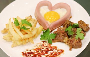 Xúc xích trứng hình trái tim