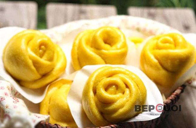 Bánh bao bí đỏ hoa hồng