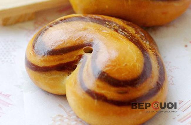 Bánh mì nhân cacao hình trái tim