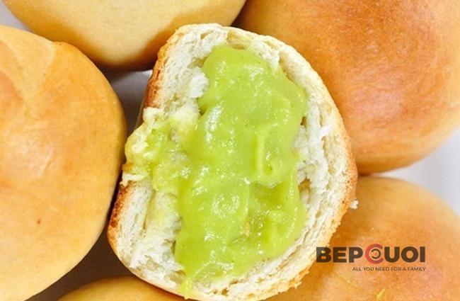 Bánh mì nhân trứng sữa lá dứa