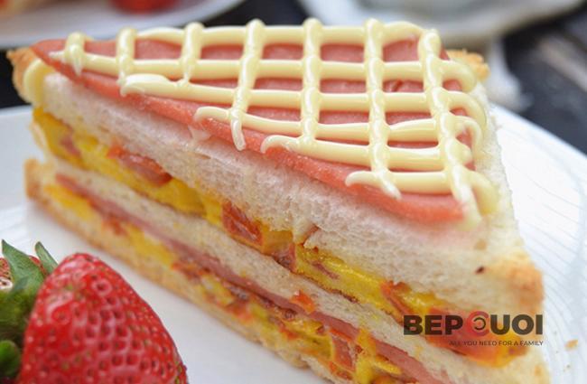 Bánh mì sandwich kẹp trứng