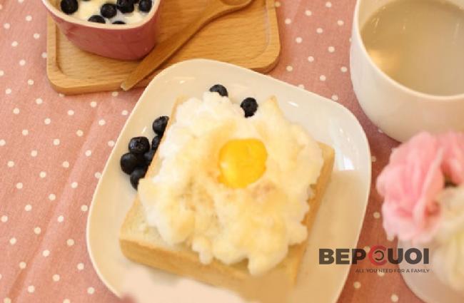 Bánh mì sốt việt quất nướng