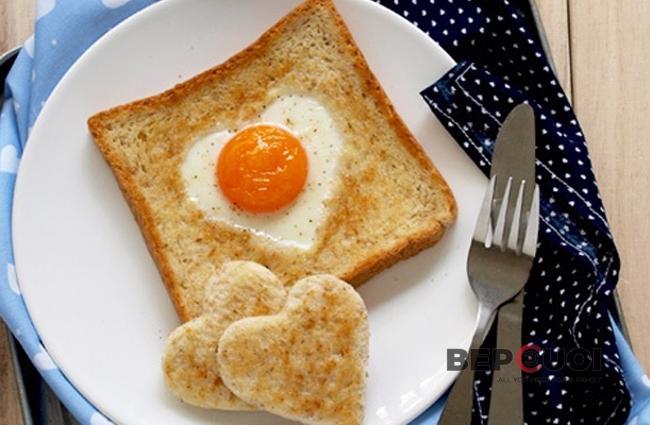 Bánh mì trứng hình trái tim