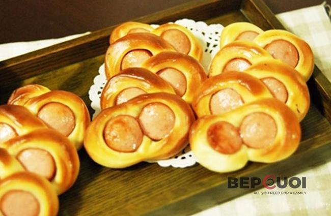 Bánh mì xúc xích mắt kính
