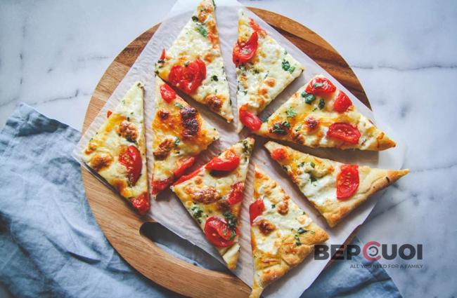 Bánh pizza phô mai cà chua