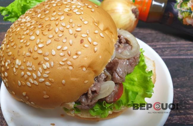 Burger bò xào