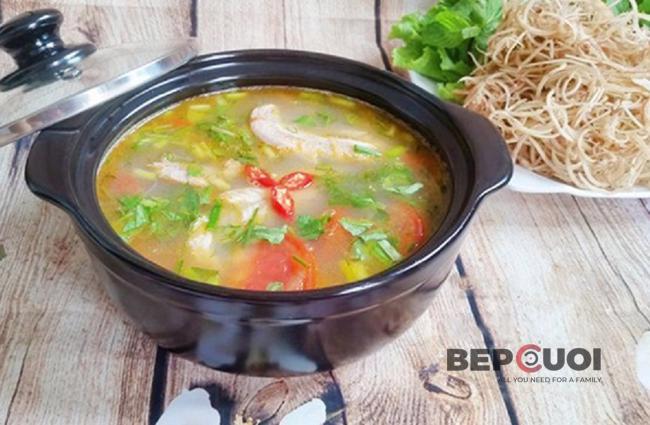 Canh cá khoai nấu chua thơm ngọt