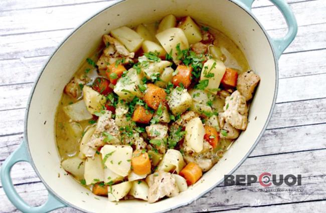 Canh gà rau củ đơn giản