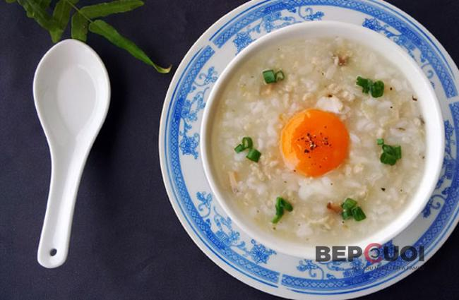 Cháo trứng thịt băm