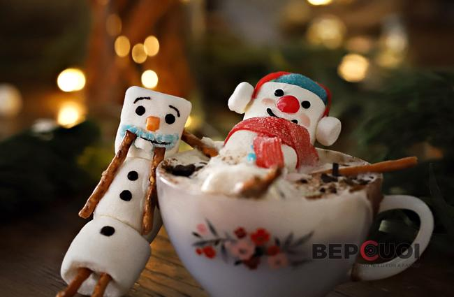 Chocolate nóng và người tuyết marshmallow