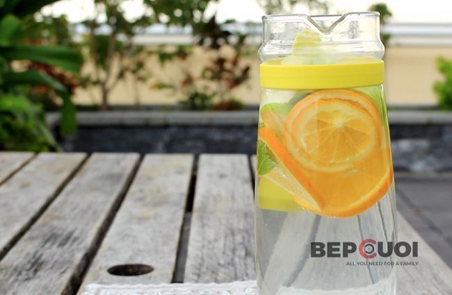 Nước detox từ táo, cam và bạc hà
