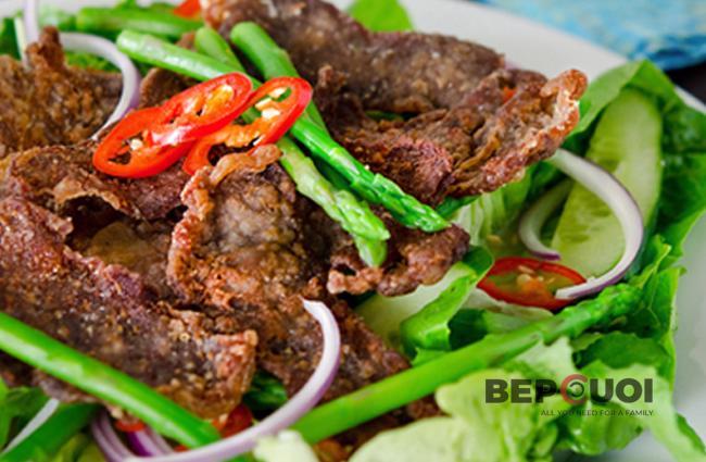 Salad bò chiên