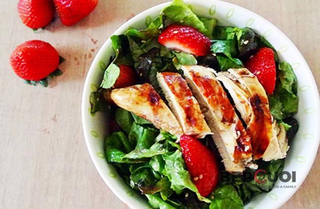 Salad gà dâu tây