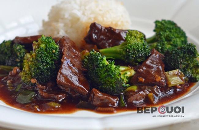 Thịt bò xào với bông cải xanh
