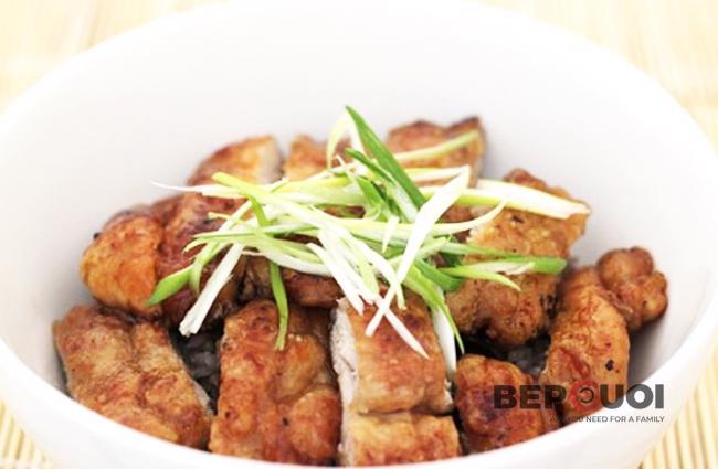 Thịt gà chiên tỏi nước tương