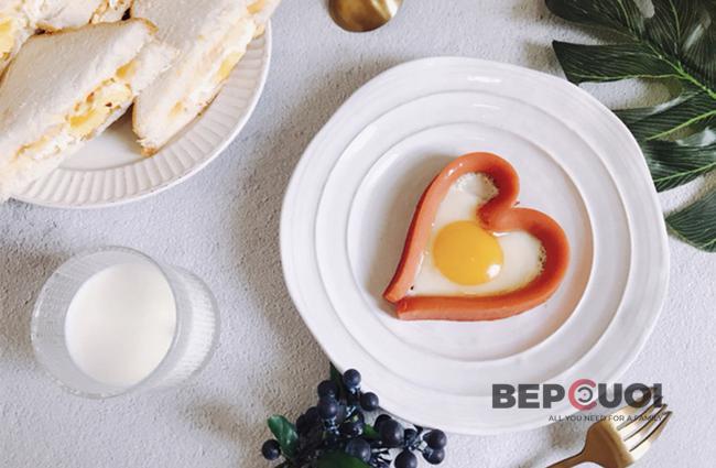 Xúc xích trứng trái tim