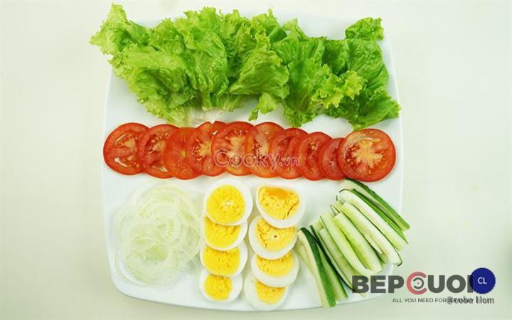 20 phút có ngay món salad rau củ trộn trứng Bếp Cười 2